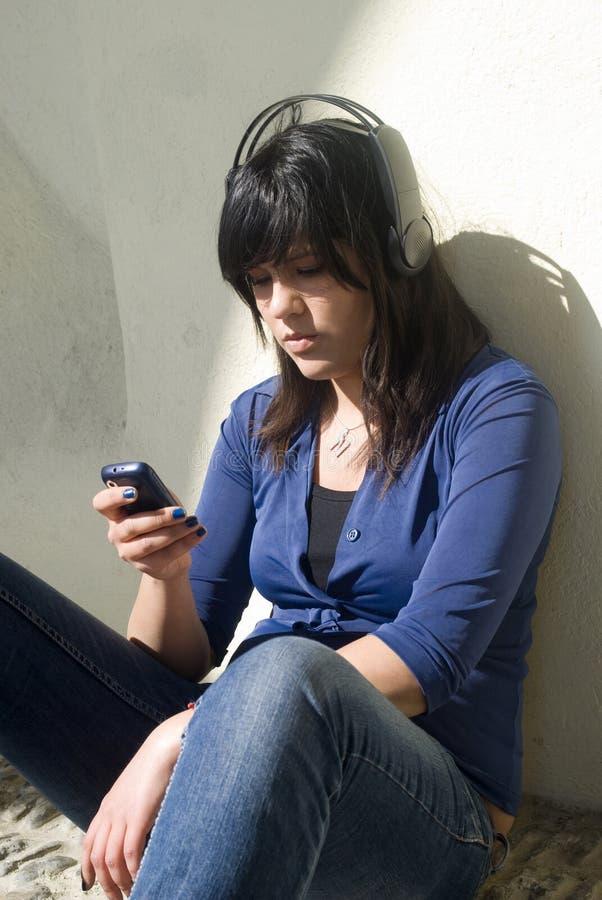 utomhus tonårs- flicka royaltyfri foto