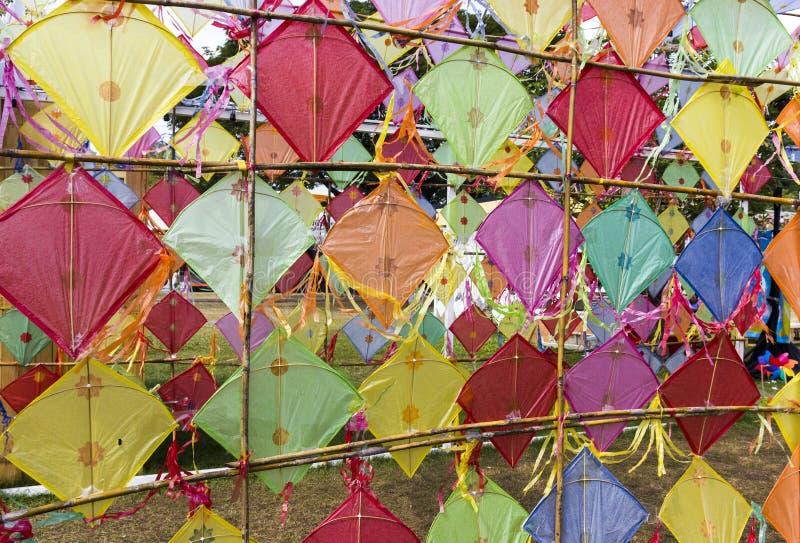 Utomhus- traditionell thailändsk färgrik drake royaltyfri bild