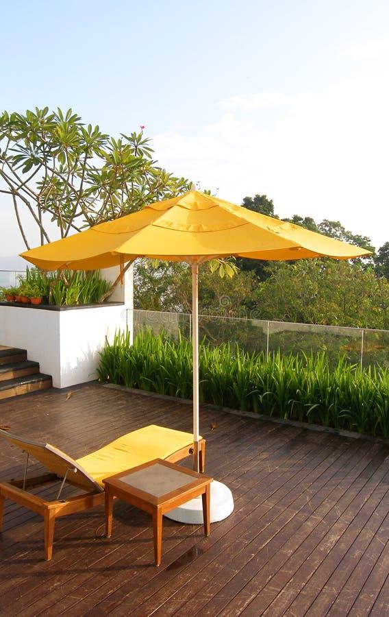 utomhus- uteplatsträ för balkong arkivbild