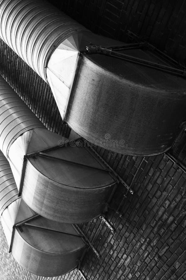 Utomhus- ventilationsrör på tegelstenväggen arkivfoto