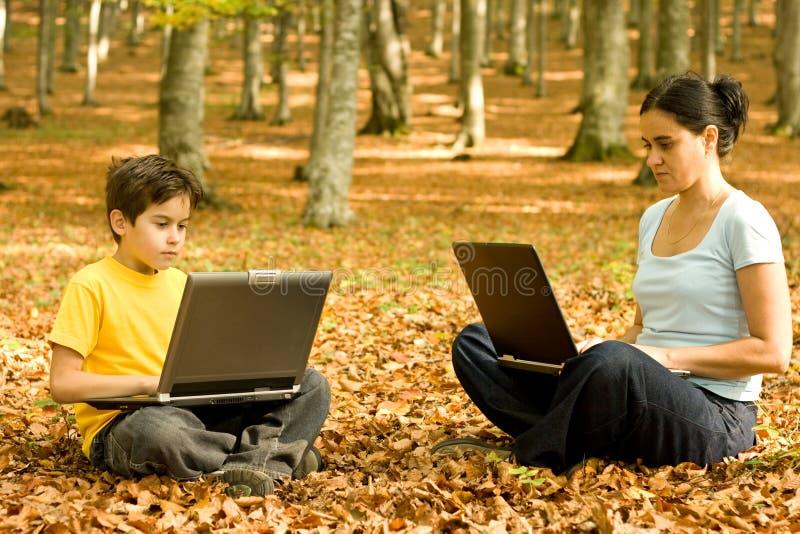 utomhus- working för bärbar dator royaltyfri bild