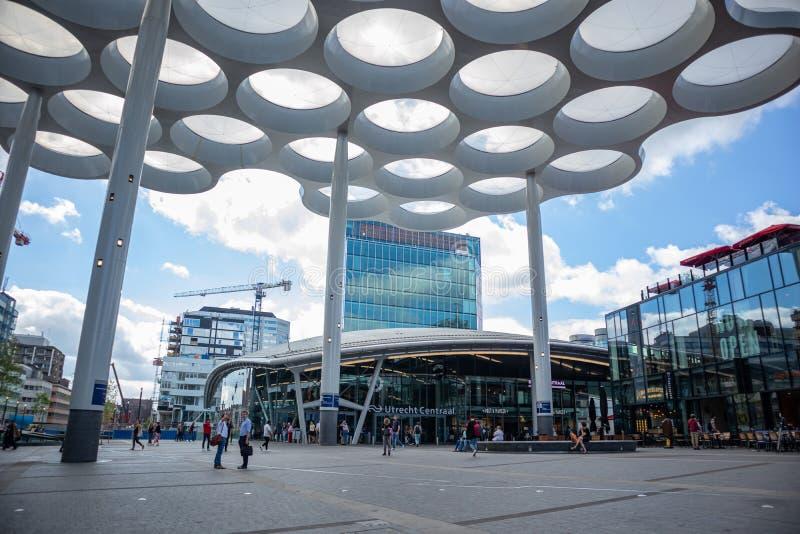 Utrecht Centraal, centrala budynku stacyjna fasada Holandie zdjęcie royalty free