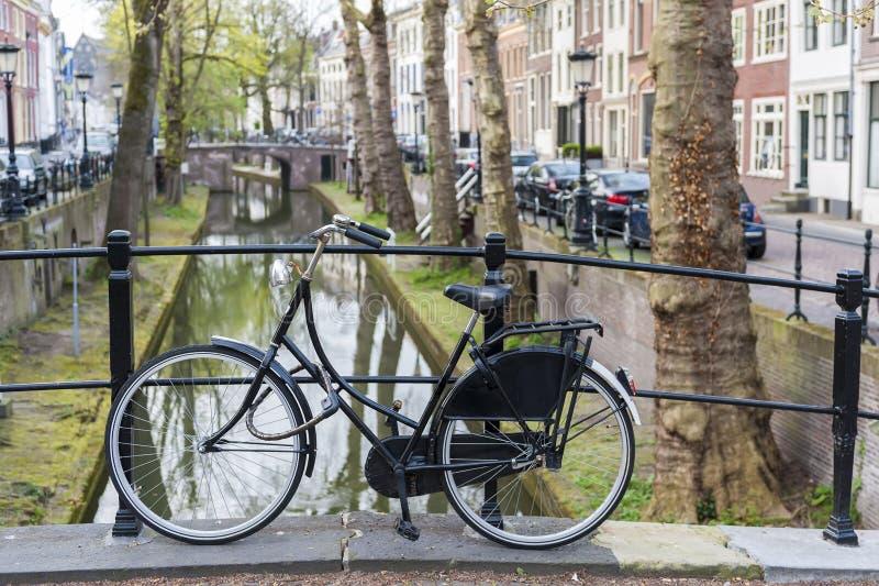 utrecht Cykel kanal holland arkivfoton
