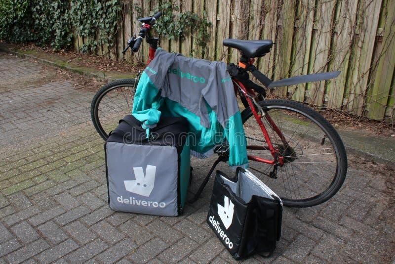 Utrecht, die Niederlande, am 19. Februar 2019: deliveroo Gang, Freiberufler bereit zu beginnen lizenzfreies stockfoto