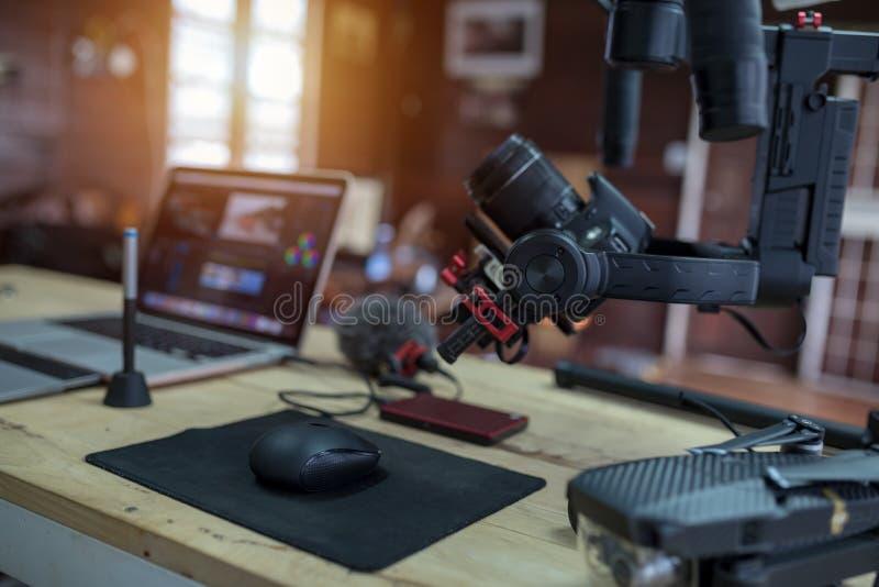 Utrustning för att filma en film eller ett videopn bloggsurr Steadicam royaltyfri fotografi