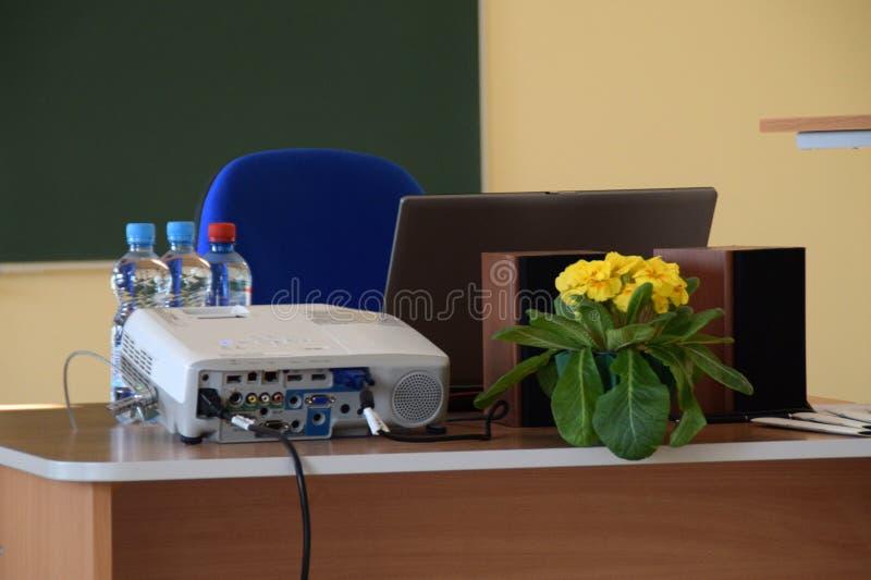 Utrustning för konferensen - closeup av en projektor royaltyfri bild