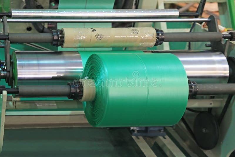 Utrustning för tillverkningplastpåsar royaltyfri bild
