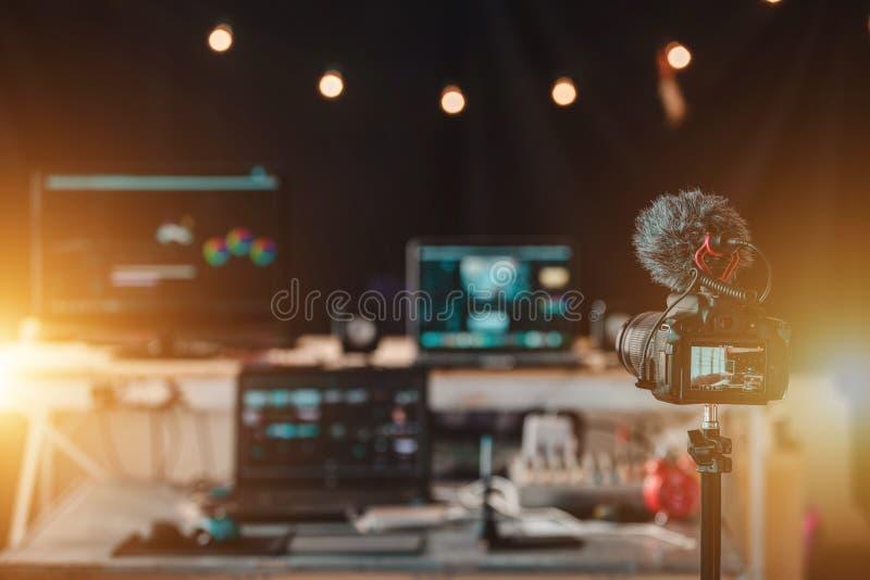 Utrustning i husstudion av den Vlogger professionelln arkivfoto