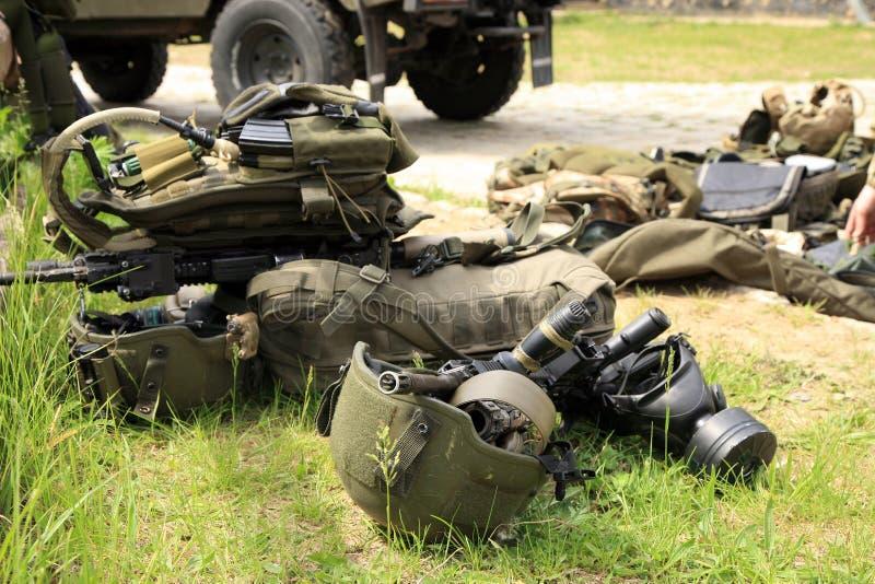 utrustning pressar soldatspecialtaktiskt arkivfoto
