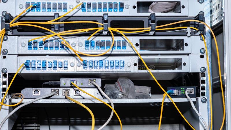 Utrustning som förbinder bredbandinternetuppkopplingen royaltyfri bild