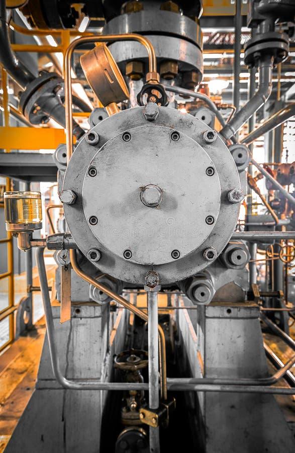 Utrustning som leda i rör som funnen inom av industriellt arkivfoto