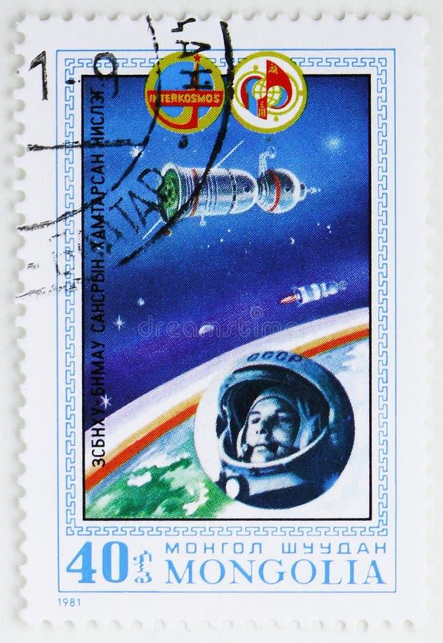 Utrymmekapsel och J Gagarin första gemensamma Sowiet-mongoliska rymdfartserie, circa 1981 arkivfoto