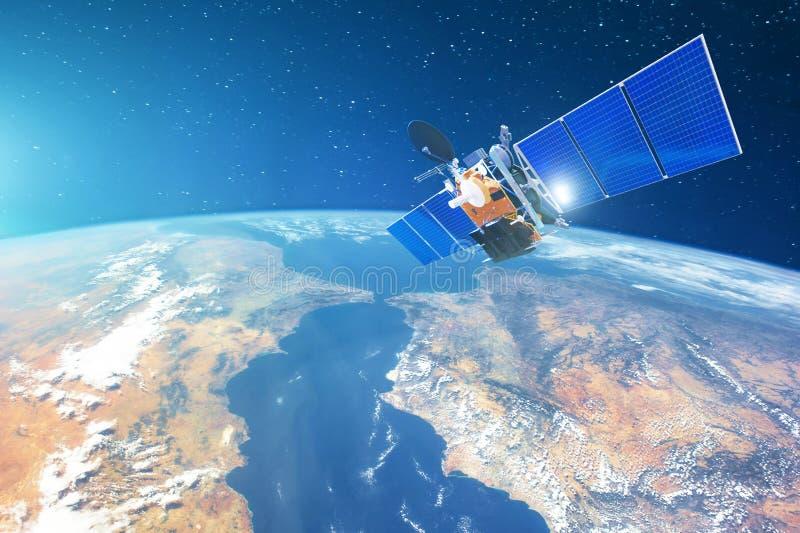 Utrymmekommunikationssatellit i låg omlopp runt om jorden Beståndsdelar av denna avbildar möblerat av NASA arkivbilder