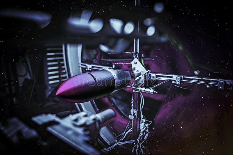 Utrymmekrigconcep Laser-missil i en yttre rymd fotografering för bildbyråer