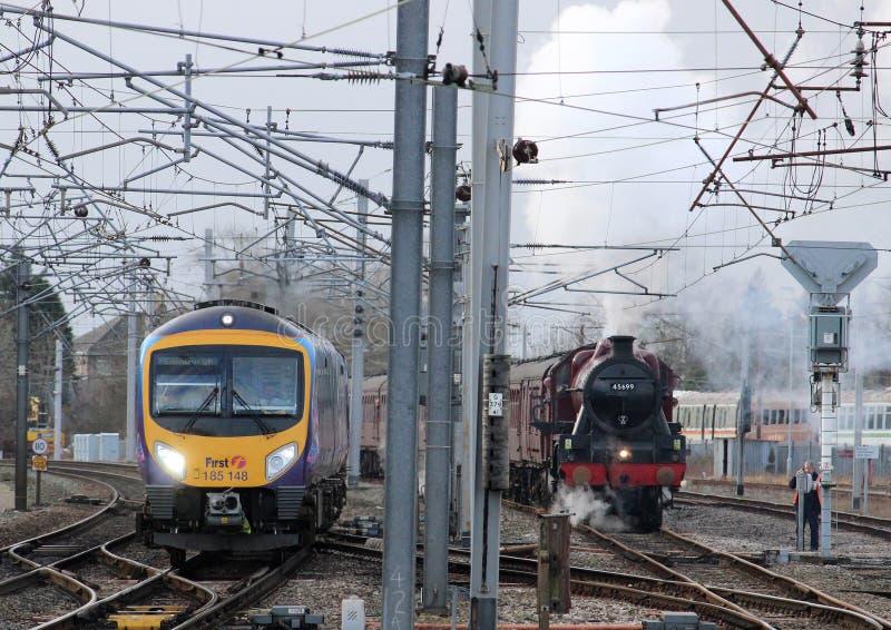 Utrzymana kontrpara Carnforth i nowożytni dieslowscy pociągi fotografia stock