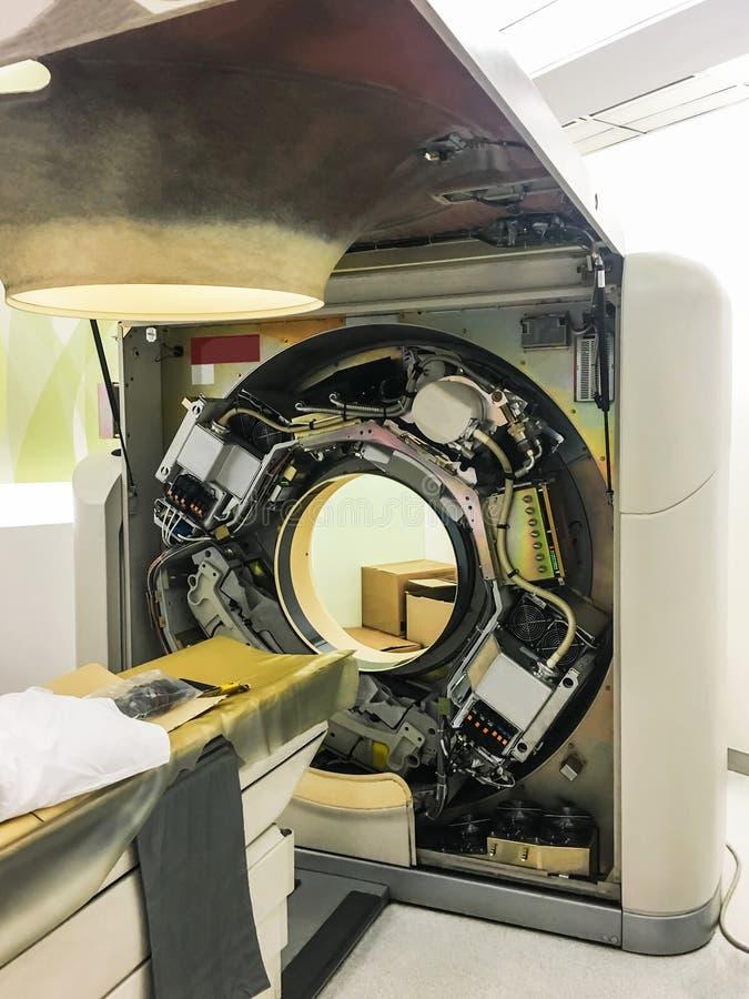 Utrzymanie naprawia Komputerowej tomografii CT obrazu cyfrowego maszynę w szpitalu i sprawdza dla dostępności usługi obraz royalty free