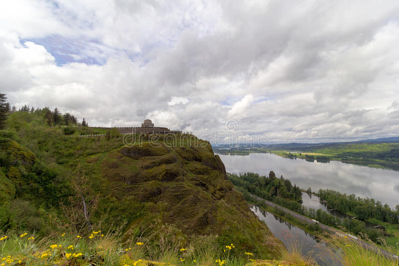Utsikthus på kronapunkt på den Columbia River klyftan i Oregon arkivbild
