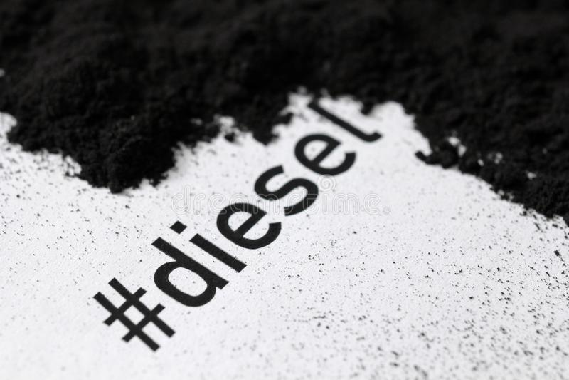 Utskrivaven hashtagdiesel med sot och sothögen arkivbilder