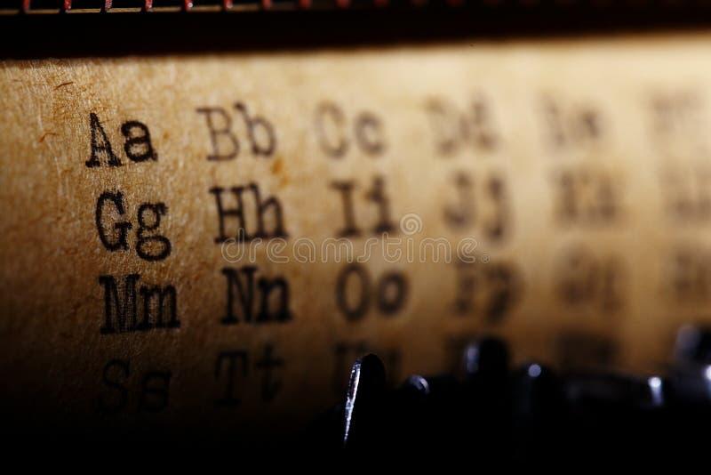 Utskrivaven stilsort för latinskt alfabet royaltyfri bild
