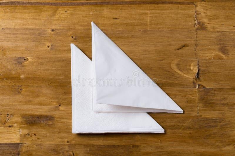 Utslagsplats- eller kaffekoppcirklar som isoleras på en vit bakgrund arkivfoton