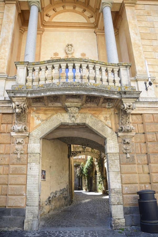 Utsmyckad båge och loggia med kolonner Orvieto Italien fotografering för bildbyråer