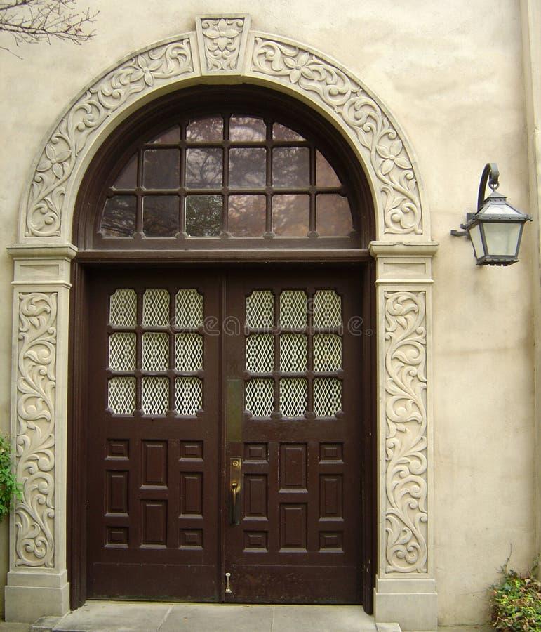 Utsmyckad dörr till den Alamo beskickningen i San Antonio, Texas royaltyfria foton