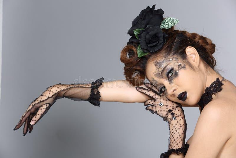Utsmyckad idérik talangsmink- och hårstil på asiatiskt härligt royaltyfria foton