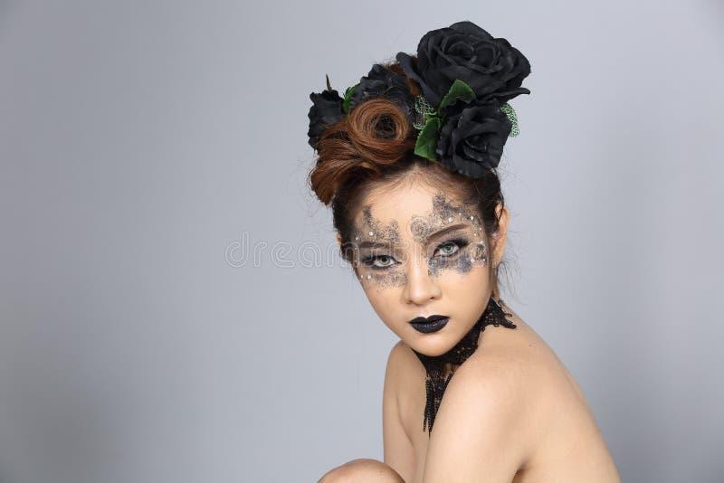 Utsmyckad idérik talangsmink- och hårstil på asiatiskt härligt arkivfoton