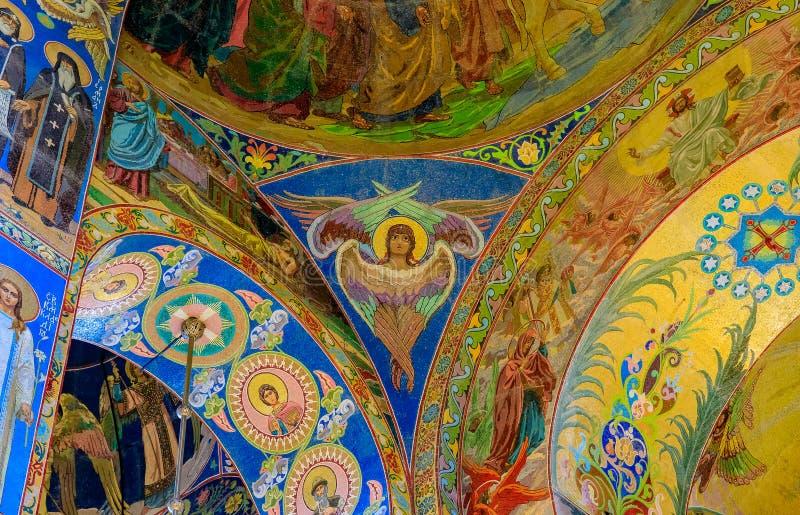 Utsmyckad inre och symboler av frälsaren på Spilled blod eller domkyrkan av uppståndelsen av Kristus i St Petersburg, Ryssland fotografering för bildbyråer