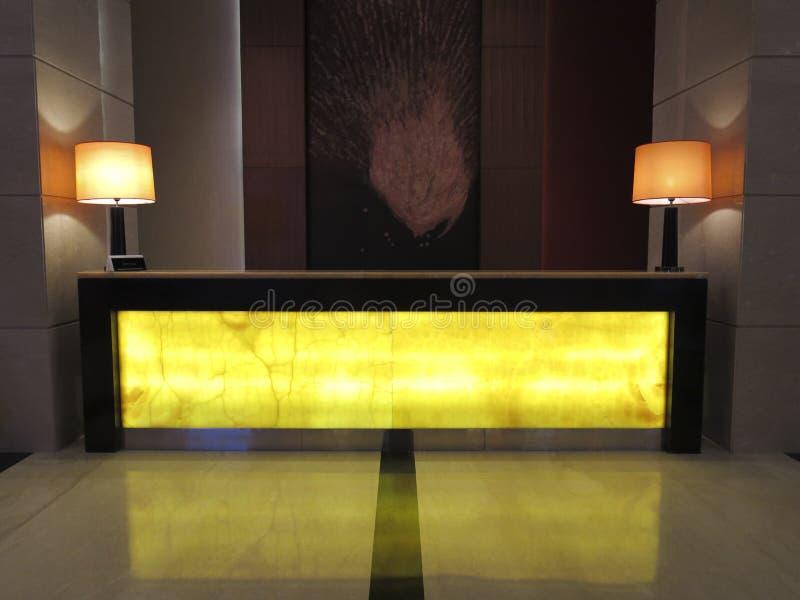 Utsmyckad lobby för mottagandeskrivbord i det lyxiga Resot hotellet arkivfoto
