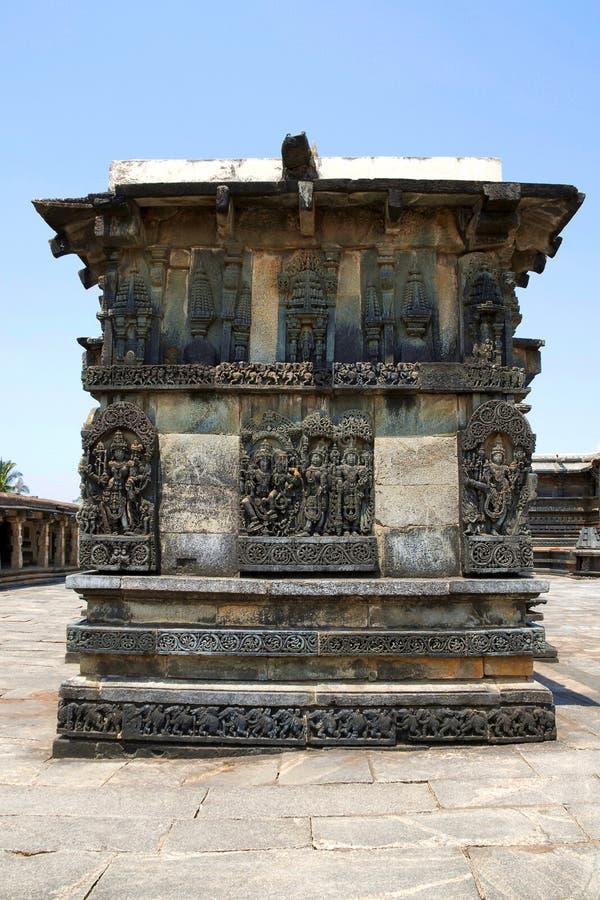 Utsmyckade lättnader för väggpanel som visar hinduiska gudar, Ranganayaki, Andal, tempel, Chennakesava tempelkomplex, Belur, Karn fotografering för bildbyråer