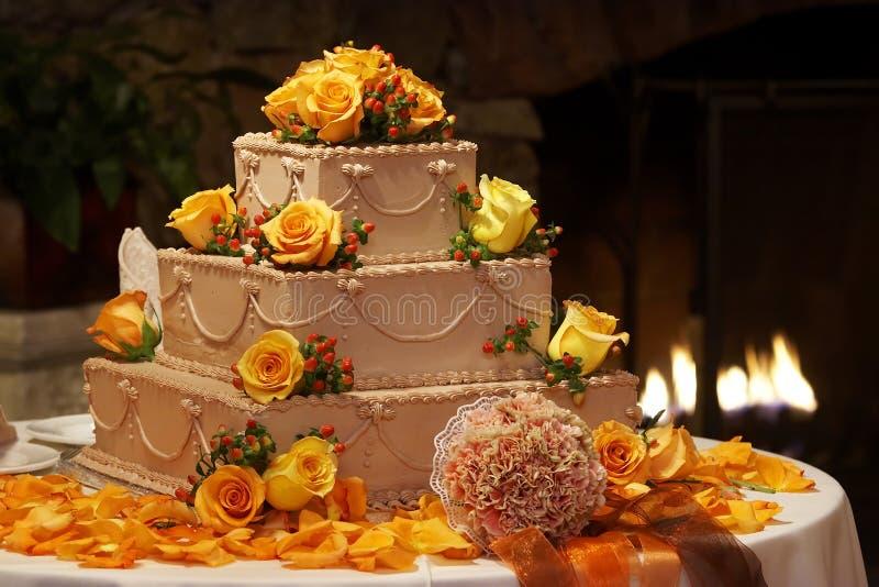 utsmyckat bröllop för cake royaltyfri foto