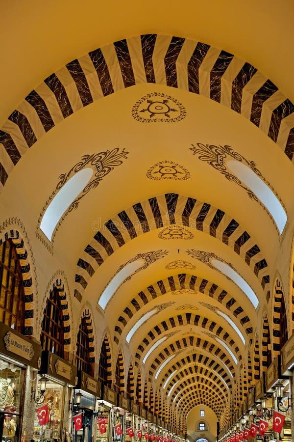 Utsmyckat tak av kryddabasaren i Istanbul fotografering för bildbyråer