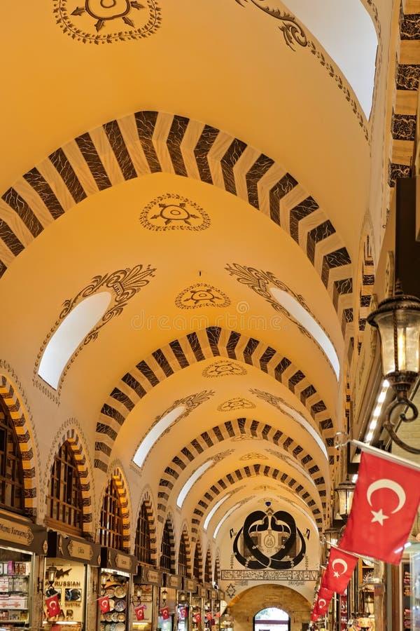 Utsmyckat tak av kryddabasaren i Istanbul arkivbild