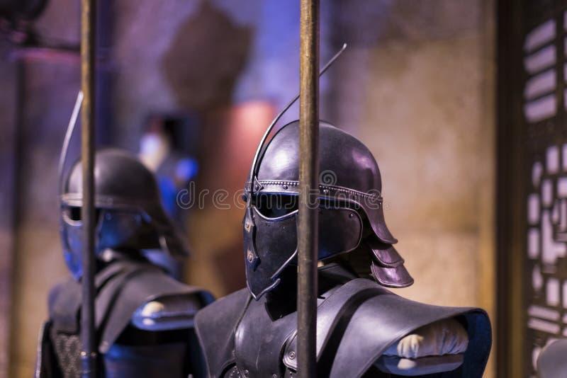 Utställning av dräkter och stöttor från film`en The Game av biskopsstol` i lokalen av det maritima museet av Barcelona royaltyfri bild