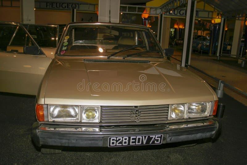 Utställning av Peugeot bilar på det Peugeot museet i Sochaux Frankrike royaltyfria foton