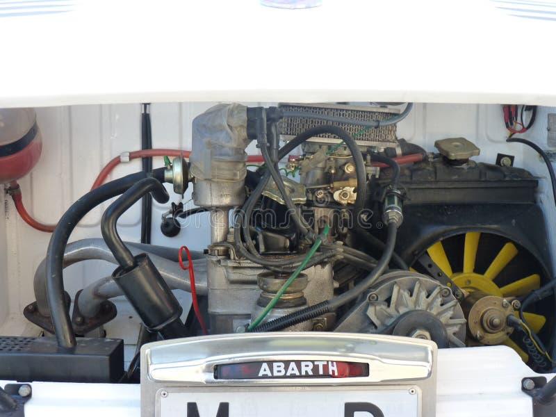 Utställning av tappningbilar, Februari 24, 2018 i Talavera de la Reina, Spanien, detalj av en gammal motor royaltyfria foton