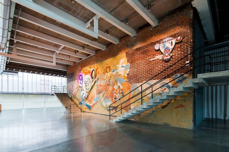 Utställning för Takashi Murakami ` s på garagemuseet av samtida konst i Moskva arkivfoton