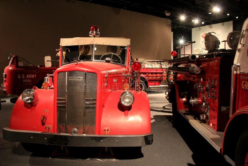 Utställningar av den historiska samlingen för brandlastbilen kan ses på det statliga museet, Albany, New York, 2016 arkivfoton