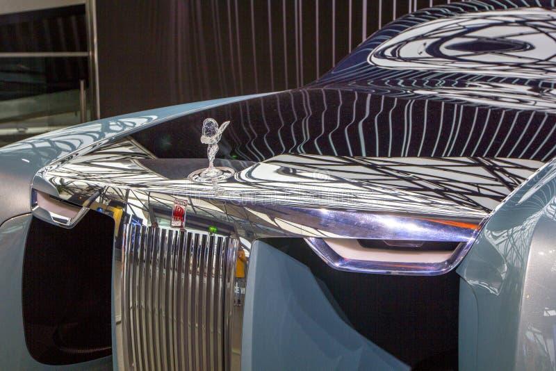 Utställningen på BMW museet framlägger den djärva begreppsbilen av framtid - lyxig 103EX-Rolls-Royce VISION DÄREFTER 100, Munich, arkivbilder