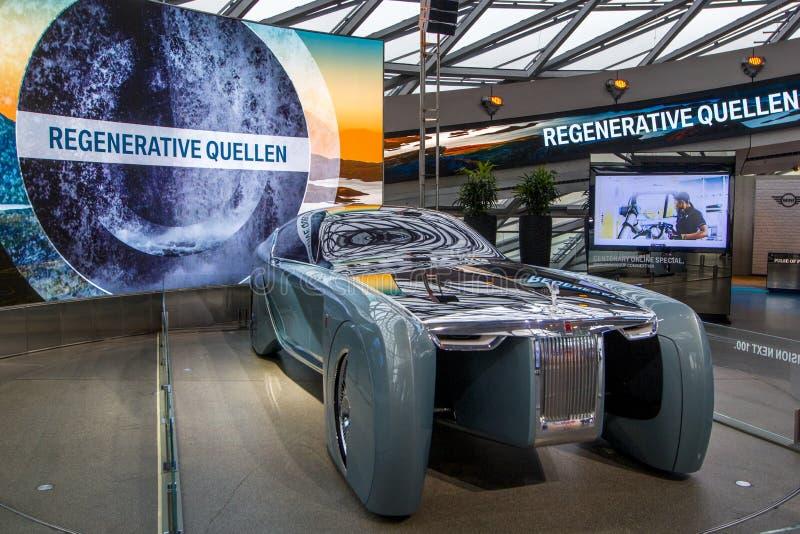 Utställningen på BMW museet framlägger den djärva begreppsbilen av framtid - lyxig 103EX-Rolls-Royce VISION DÄREFTER 100, Munich, fotografering för bildbyråer