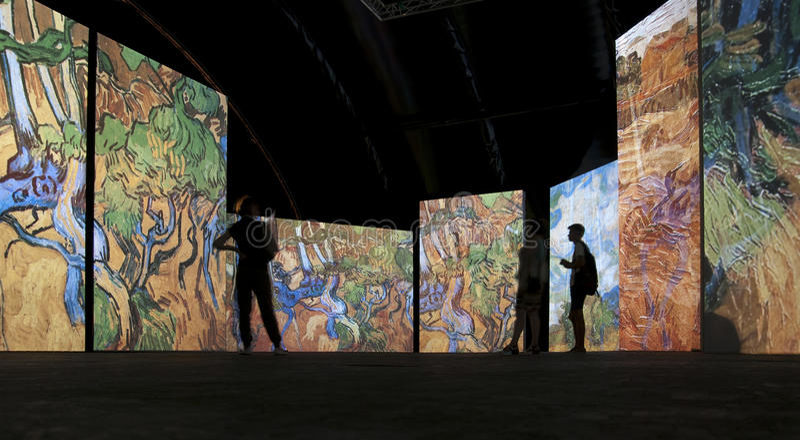 Utställningen Van Gogh Alive petersburg saint r royaltyfria bilder
