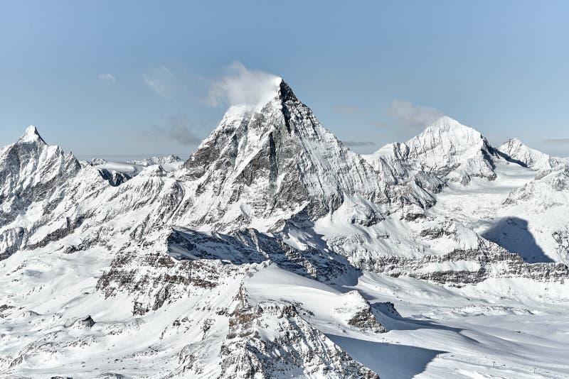 Utstående stor sikt av den Matterhorn söderväggen royaltyfri bild