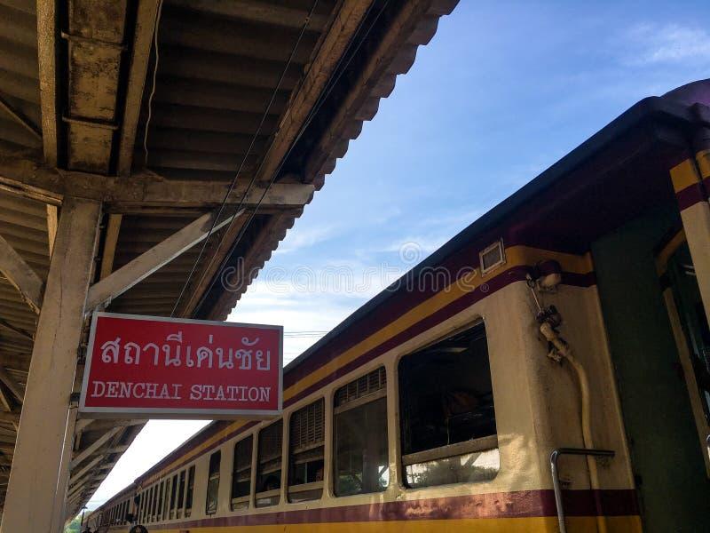 UTTARADIT THAILAND, Denchai järnvägsstation arkivfoto