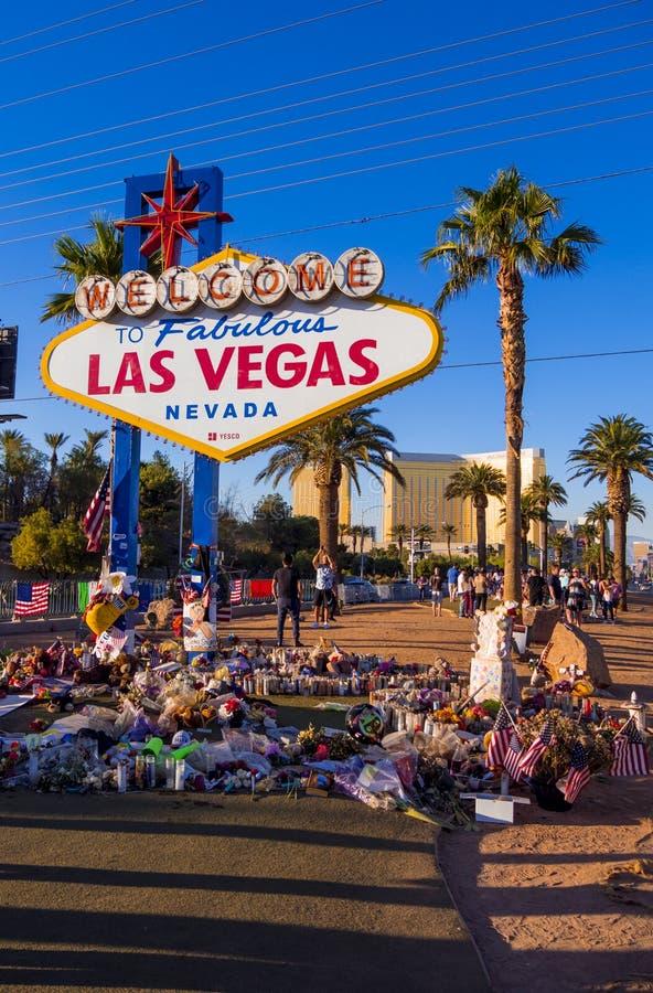Uttryck av beklagande på det Las Vegas tecknet efter terrorattack - LAS VEGAS - NEVADA - OKTOBER 12, 2017 royaltyfria bilder