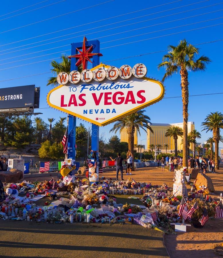 Uttryck av beklagande på det Las Vegas tecknet efter terrorattack - LAS VEGAS - NEVADA - OKTOBER 12, 2017 fotografering för bildbyråer