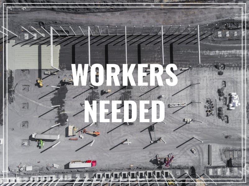 Uttrycka arbetare som behövs över industriellt ställe från över royaltyfria foton