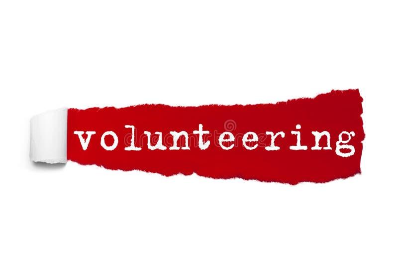 Uttrycka att ställa upp som frivillig som är skriftligt under det krullade stycket av rött sönderrivet papper text för rest för b royaltyfri illustrationer