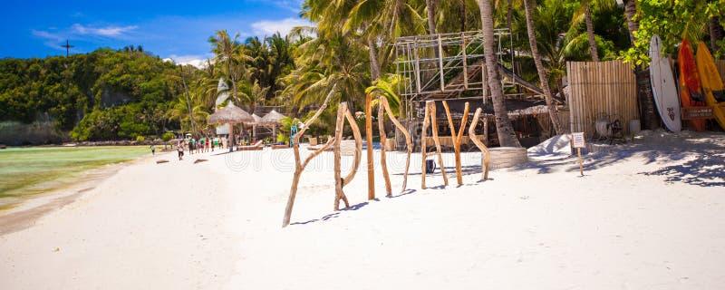 Uttrycka fredag som göras av trä på den Boracay ön arkivfoton