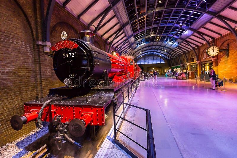 Uttryckliga Hogwarts och plattform royaltyfri foto